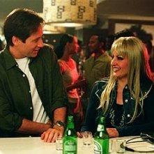 Nia Vardalos e David Duchovny in una scena di Connie e Carla