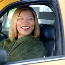 Queen Latifah in una scena di New York taxi