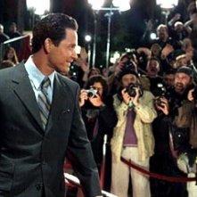 Cole Hauser in una scena di Paparazzi
