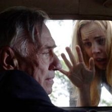 Melissa George e Philip Baker Hall in una scena di The Amityville Horror