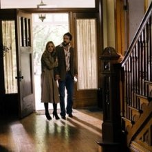 Melissa George con Ryan Reynolds in una scena di The Amityville Horror