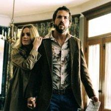 Melissa George e Ryan Reynolds in una scena di The Amityville Horror
