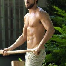 Ryan Reynolds inizia a mostrare turbe psichiche (e un fisico sexy) in una scena di The Amityville Horror