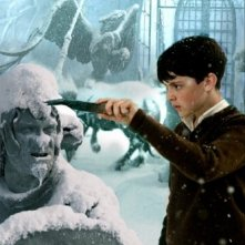 Skandar Keynes in una scena di The Chronicles of Narnia: The Lion, the Witch and the Wardrobe