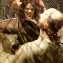 Asia Argento lotta con gli zombi in una scena di Land of the Dead