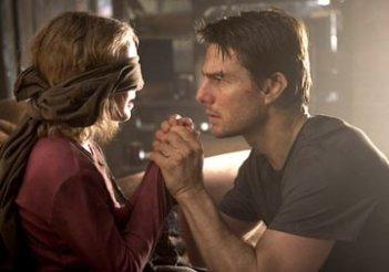 Dakota Fanning e Tom Cruise in una scena de La guerra dei mondi