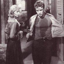 Marlon Brando e Vivien Leigh in una scena di Un tram che si chiama Desiderio