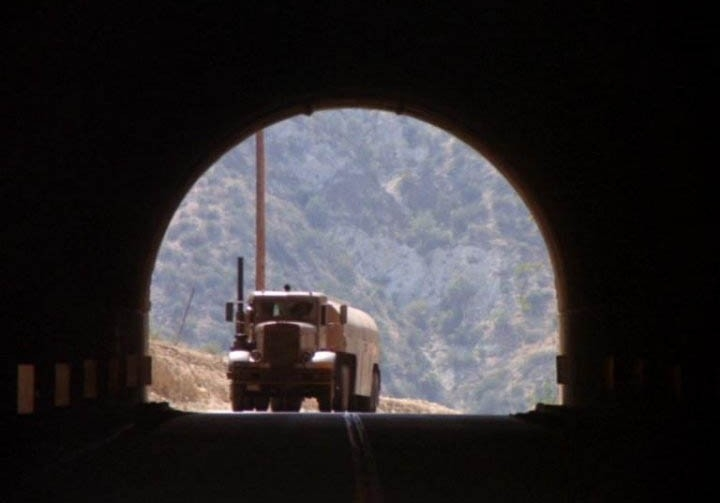 Una scena di Duel, diretto da Steven Spielberg