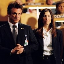 Catherine Keener e Sean Penn in una scena del film The Interpreter