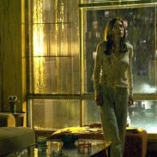 Jennifer Connelly in una scena di Dark Water di Walter Salles