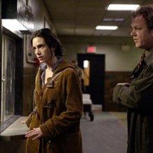 John C. Reilly e Jennifer Connelly in una scena di Dark Water