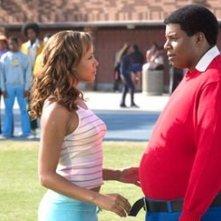 Dania Ramirez e Kenan Thompson in una scena di Fat Albert