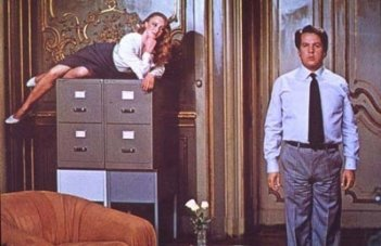 Renato Pozzetto ed Elenonora Giorgi in una scena di Mia moglie è una strega