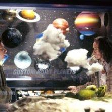 Martin Freeman e Bill Nighy in una scena di Guida galattica per autostoppisti