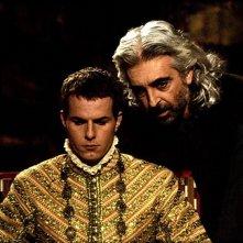 Luis Miguel Cintra e Ricardo Trepa in una scena de Il quinto impero