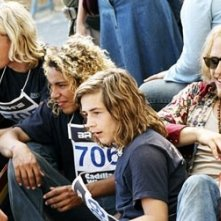Michael Angarano, Emile Hirsch, Victor Rasuk ed Heath Ledger in una scena di Lords of Dogtown