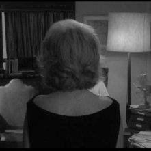 Monica Vitti di spalle in una scena de L'ECLISSE