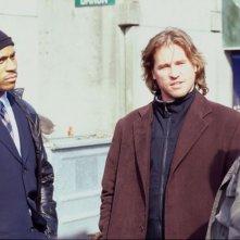 LL Cool J e Val Kilmer in una scena del film Nella mente del serial killer