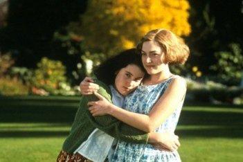 Melanie Lynskey e Kate Winslet in una scena del dramma Creature del cielo