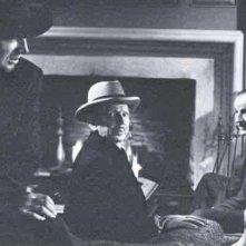 Dix (Sterling Hayden), Riedenschneider (Sam Jaffe) e Alonzo (Louis Calhern) in conversazione