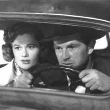 Jean Hagen (Doll) e Sterling Hayden (Dix) in fuga