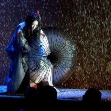 Zhang Ziyi in una scena coreografica di Memorie di una geisha