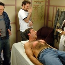 Paul Rudd, Steve Carell e Seth Rogen in una scena di The 40 Year-Old Virgin