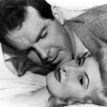 Fred MacMurray e Barbara Stanwyck in una scena di LA FIAMMA DEL PECCATO