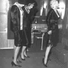 Tony Curtis, Jack Lemmon e Marilyn Monroe inA qualcuno piace caldo
