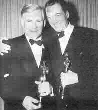 Walter e John Huston ritirano la statuetta dell'Oscar