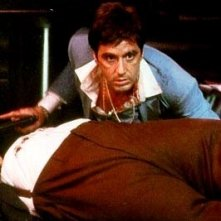 Al Pacino è Tony Montana in una scena di SCARFACE
