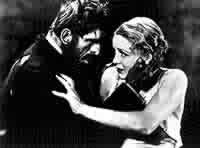 Boris Karloff e Gloria Stuart in una scena di THE OLD DARK HOUSE
