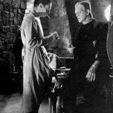 Colin Clive e Boris Karloff sul set di FRANKENSTEIN
