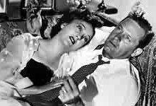 Gloria Swanson e William Holden in una scena di VIALE DEL TRAMONTO