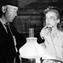 Humphrey Bogart e Ida Lupino in una scena di UNA PALLOTTOLA PER ROY
