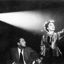 William Holden e Gloria Swanson in una scena di VIALE DEL TRAMONTO