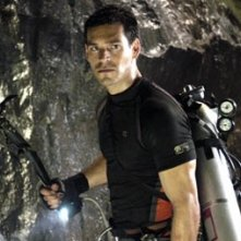 Eddie Cibrian in una scena di The Cave
