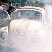 Justin Long con Lindsay Lohan in una scena di Herbie, il supermaggiolino