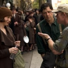 Renee Zellweger e Russell Crowe con Ron Howard sul set di Cinderella Man