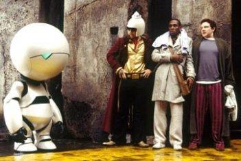 Sam Rockwell, Martin Freeman e Mos Def in una scena di Guida galattica per autostoppisti