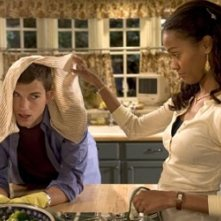 Ashton Kutcher e Zoe Saldana in Indovina Chi