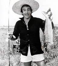 Peter Sellers alle prese con un enorme pesce