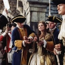 Orlando Bloom e Keira Knightley nel film Pirates of the Caribbean: Dead Man's Chest