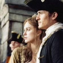 Orlando Bloom e Keira Knightley in una sequenza di Pirates of the Caribbean: Dead Man's Chest