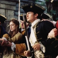 Orlando Bloom con Keira Knightley in Pirates of the Caribbean: Dead Man's Chest