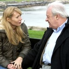Anthony Hopkins e Gwyneth Patrow in una scena di Proof