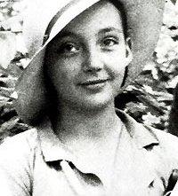 Una foto della scrittrice da giovane