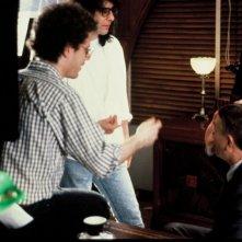Joel ed Ethan Coen con John Turturro sul set di Crocevia della morte