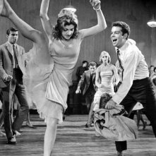 Russ Tamblyn e Gina Trikonis in una scena di West Side Story