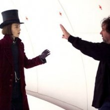 Johnny Deppe e Tim Burton sul set de La fabbrica di cioccolato
